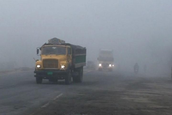 কুয়াশার কারণে বঙ্গবন্ধু সেতু মহাসড়কে যানবাহন চলাচল বিঘ্নিত