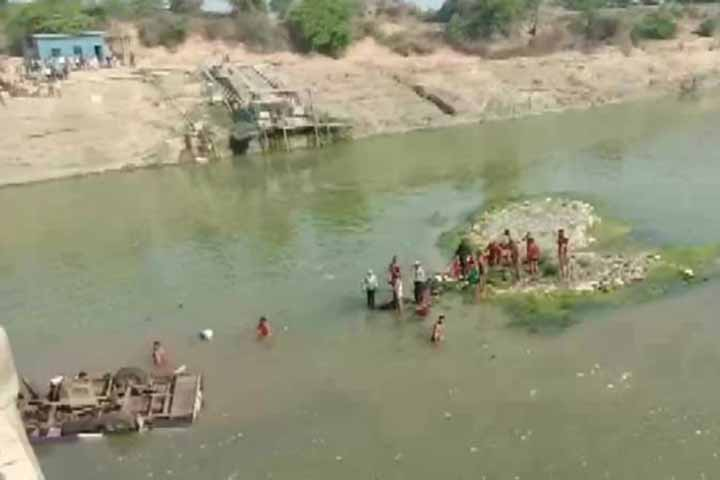 24 dead as bus carrying wedding party falls into river in rajasthan