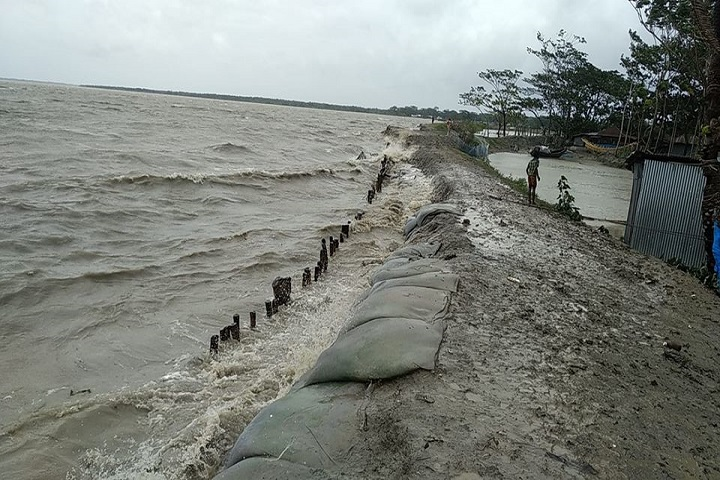 Ampan River water rising Bagerhat, embankment risk