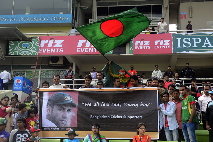 Phillip Hughes, Fans in Mirpur hold up a banner mourning Phillip Hughes' death