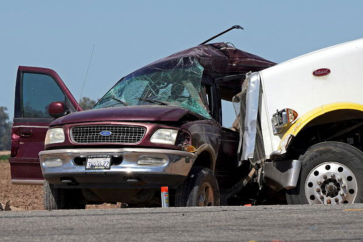 13 killed in collision between semitruck and SUV in US