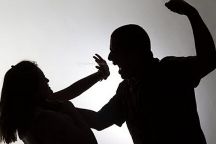 Husband appeared at the police station after killing his wife by punching her!