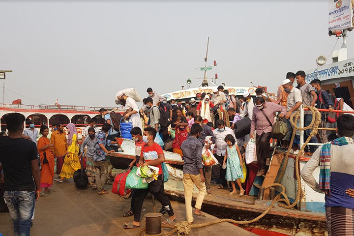 Homebound of people on the Banglabazar-Shimulia waterway