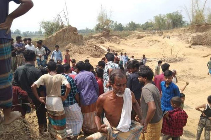1 killed in illegal sand extraction in Halda