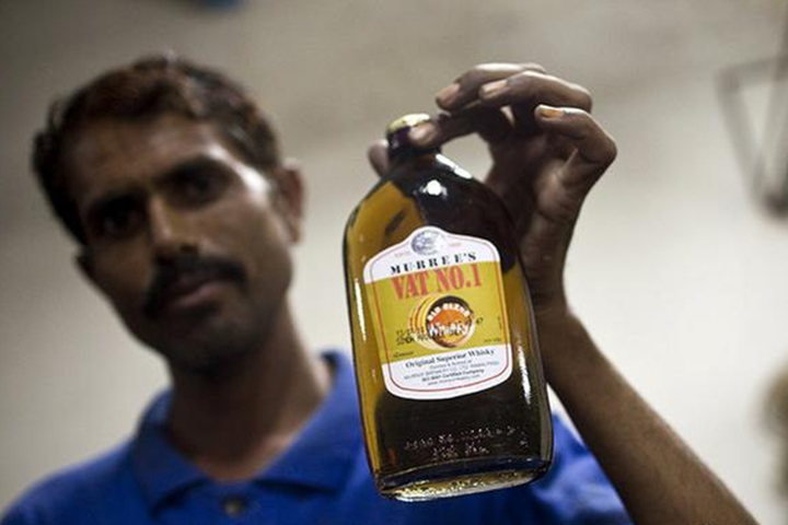 liquor prices have risen on the black market in Pakistan