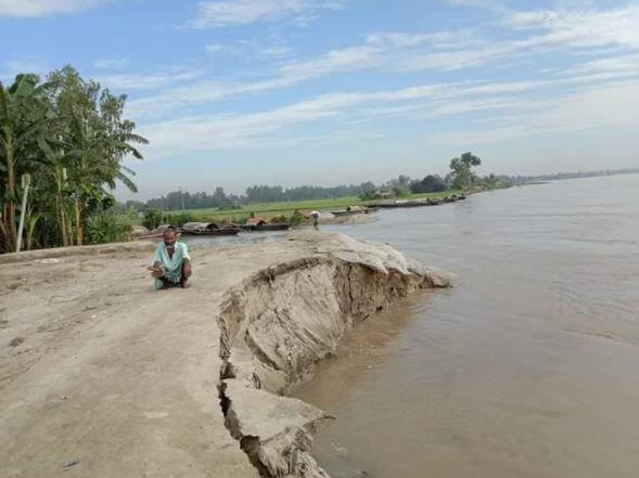 যমুনার পানি কমায় নদী তীরবর্তী এলাকায় তীব্র ভাঙন