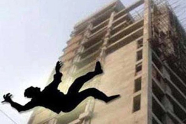 Workers were killed when the walls of the building fell down during the plastering