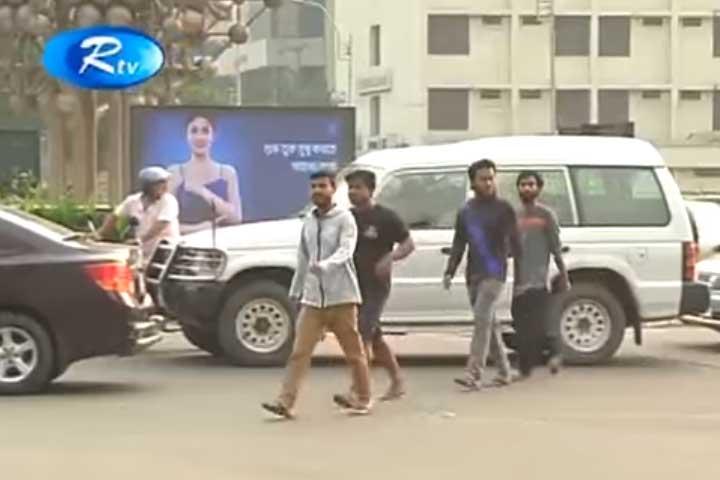 Nobody following traffic rules!