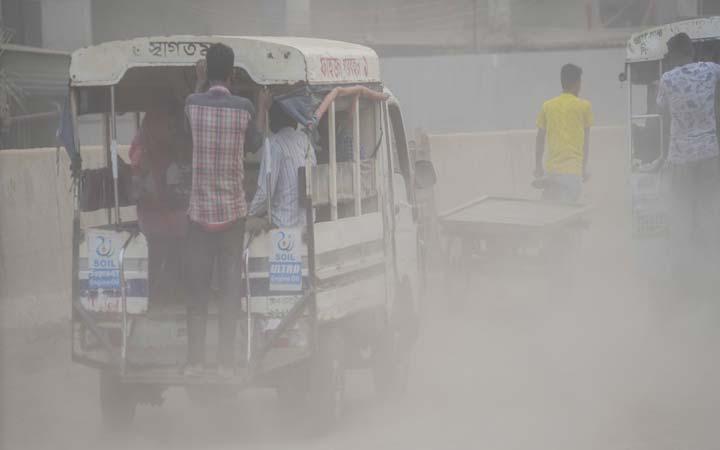 Dhaka's air unhealthy for sensitive groups