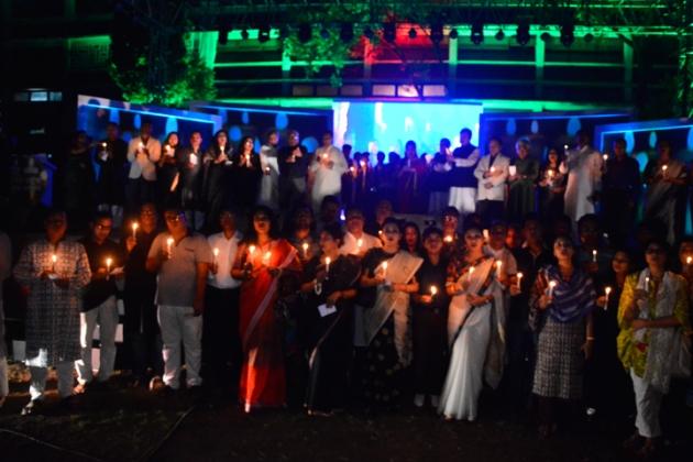 ২৫ মার্চ শহিদের স্মরণে টিএসসিতে আরটিভি আয়োজিত 'আঁধার কাটুক হাজার আলোয়' অনুষ্ঠান